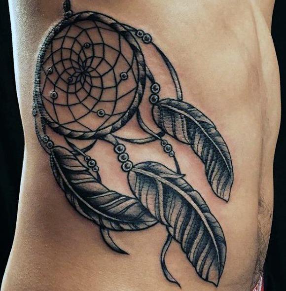 Tatuajes en el costado y costillas