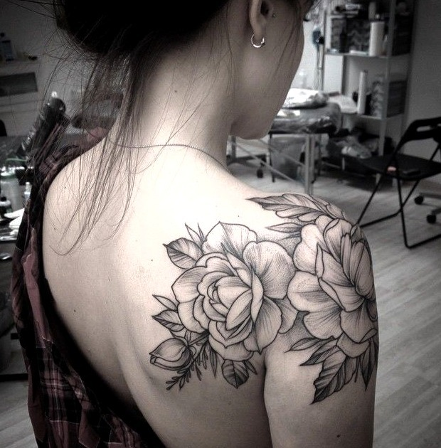 Tatuajes en el hombro para mujeres