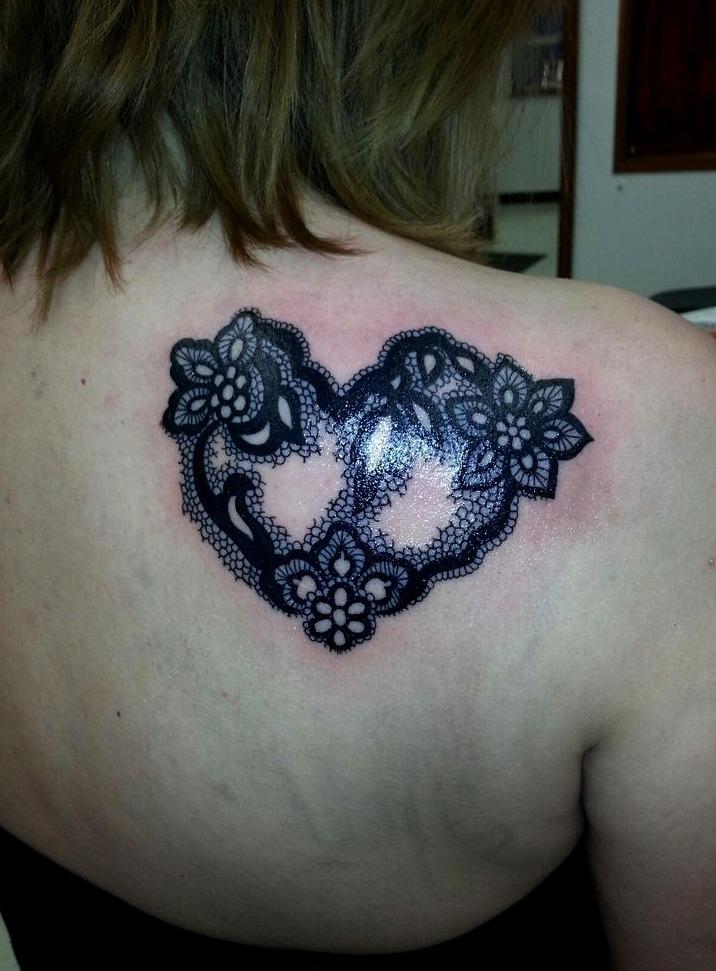 Tatuajes en la espalda de corazones