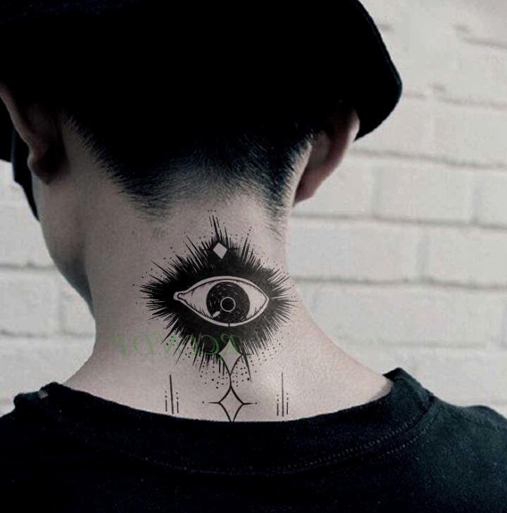 Tatuajes en la nuca para mujeres