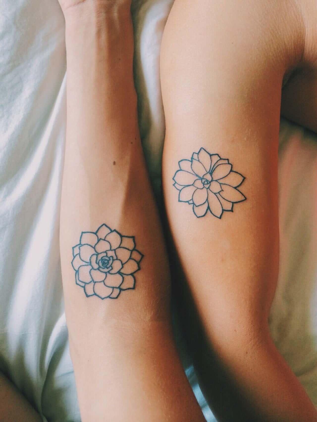 tatuajes flores hermanas