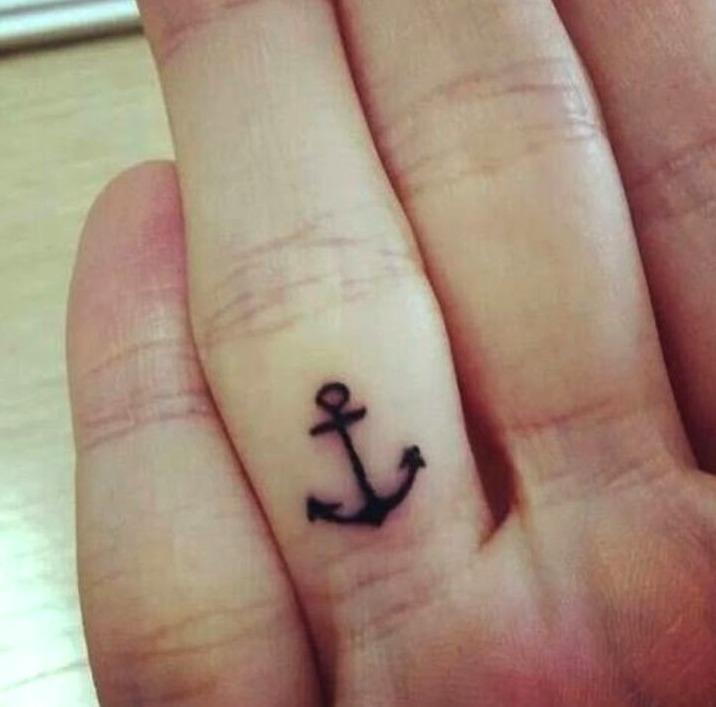 Tatuajes pequeños de anclas