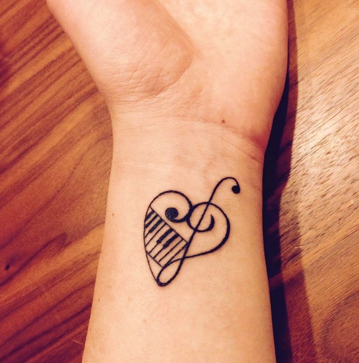 tatuajes pequenos relacionados con la musica