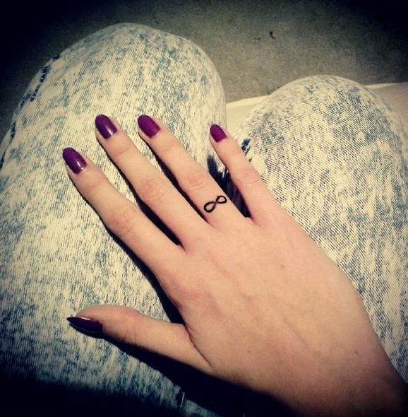 Tatuajes pequeños del infinito